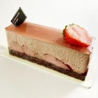 秋の新作ケーキ「ミルクチョコと苺のケーキ」