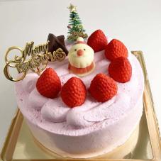 いちご味ピンクのクリームのクリスマスケーキ